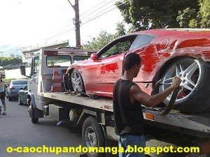 Carro de Romário bate colide em N�teroi